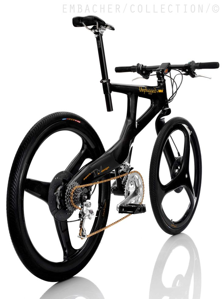 Asymmetric frame with side-mounted wheels on cantilever hubs.